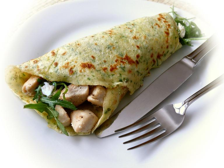 Savoury pancake filled with chicken and rocket leaf